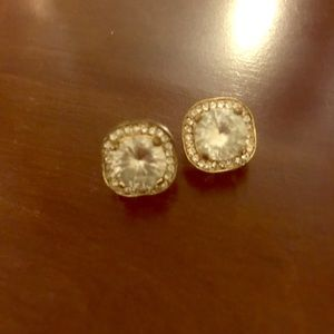 Big and blingy gold stud earrings!